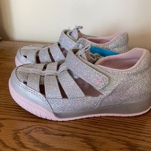 New Surprize by Stride Rite girls silver shoes 8